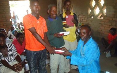 The Tide Distributes 125 New Bibles to People in Mozambique